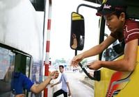 Đầu tuần tài xế lại dùng tiền lẻ qua BOT tránh Biên Hòa