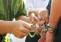 Truy bắt nhóm chém đứt gân tay công an Đồng Nai
