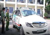 Nhóm nam nữ tuổi teen dàn cảnh cướp taxi táo tợn