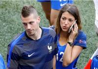 WAGs xinh đẹp và nóng bỏng của tuyển Pháp xuống sân ăn mừng