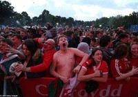 Chùm ảnh: Xứ Wales ăn mừng điên cuồng sau chiến thắng lịch sử