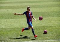 Lucas Digne ra mắt Barca với chiếc mũi gãy