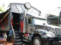 Độc đáo: Quán cà phê làm từ xe container