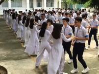 Thú vị clip học sinh nhảy Chachacha khi tập thể dục
