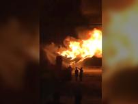 Cận cảnh lửa phun cao từ trong nhà xưởng ở Phú Thọ