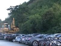 Hàng chục xe siêu sang nhập lậu bị nghiền nát