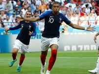 Người hâm mộ Việt Nam trổ tài dự đoán trận Pháp - Uruguay