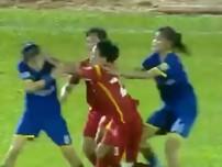 Clip ẩu đả trong trận bán kết bóng đá nữ giải vô địch quốc gia
