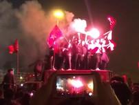 Pháo sáng rợp trời ăn mừng chiến thắng của đội tuyển VN