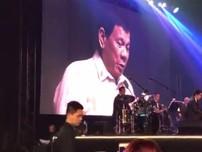 Ông Duterte hát tình ca theo đề nghị của ông Trump