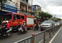 Clip: Cháy nhà gần chợ, cụ bà 80 thoát nạn