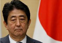Thủ tướng Nhật đối mặt sóng gió vì bạn thân