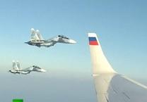 Tiêm kích Su-30SM bảo vệ chuyên cơ chở Putin đến Syria