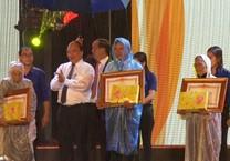 Thủ tướng trao Bằng vinh dự Nhà nước cho Mẹ VNAH