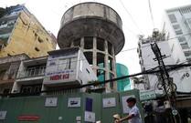 Đang đập bỏ các thủy đài khổng lồ ở Sài Gòn