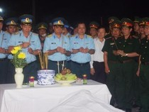 Nghẹn ngào đưa Thượng tá phi công Trần Quang Khải lên đất liền