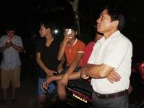 Đông đảo người dân thức đón phi công Trần Quang Khải