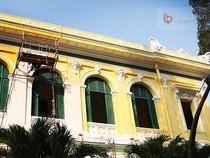 """Tòa nhà Bưu điện TP.HCM lại chuyển về chiếc """"áo"""" màu vàng nhạt"""