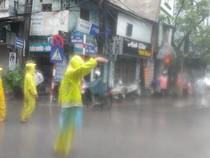 Chùm ảnh: Hà Nội ngập nặng sau cơn mưa lớn đêm qua