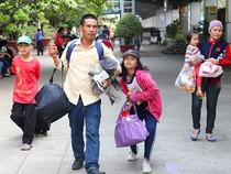 Hàng ngàn người đợi tàu về tết ở ga Sài Gòn