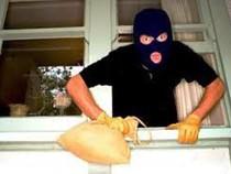 Cạy cửa lấy trộm tài sản gần 200 triệu đồng