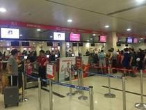 Sân bay Tân Sơn Nhất đông nghẹt trước dịp nghỉ Giỗ tổ Hùng Vương