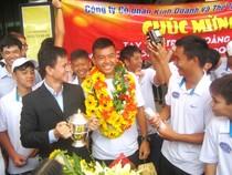 Hàng trăm người ra sân bay đón tay vợt Lý Hoàng Nam