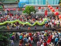 Rộn ràng lễ hội đường phố tết Nguyên tiêu ở Chợ Lớn Sài Gòn