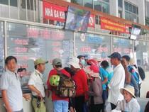 TP.HCM: Chen nhau mua vé về quê dịp tết Dương lịch