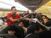Trên những chuyến bay (kỳ 3): Tiếp viên hàng không- phía sau những nụ cười...