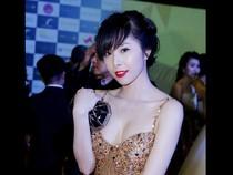 """Người đẹp Việt """"đốt mắt"""" với váy 2 dây trễ nải"""