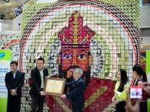 Bức tranh Vua Hùng lớn nhất được ghép từ các khối chữ nhật