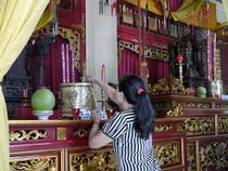 Bên trong ngôi đền cổ thờ Vua Hùng tại TP.HCM