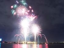 TP.HCM: Người dân háo hức xem pháo hoa