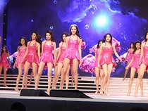 Thí sinh 'Hoa hậu Hoàn vũ 2015' tổng duyệt cho đêm chung kết