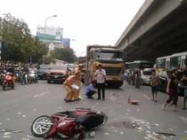 Xe máy va chạm xe tải, một người tử vong tại chỗ