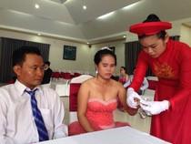 Cảm động lễ cưới tập thể cho người khuyết tật