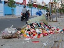 Đường Kênh Tân Hóa mới làm thành nơi chứa rác