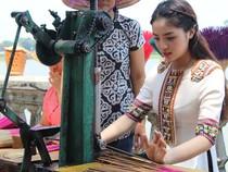 Hoa hậu Kỳ Duyên học nghề Truyền thống đất cố đô