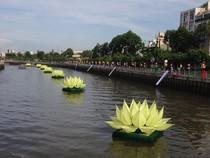 Phóng sanh hàng tấn cá trên kênh Nhiêu Lộc mừng Phật Đản