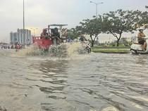 Đại lộ Võ Văn Kiệt mênh mông nước sau cơn mưa ngắn