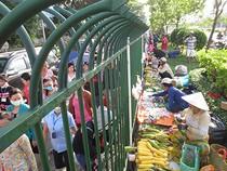 Chợ hàng rào công nhân