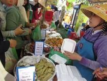 Hàng ngàn lượt người tham dự lễ hội bánh dân gian Nam Bộ