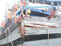 Cận cảnh tàu cá Quảng Nam bị tàu lạ...