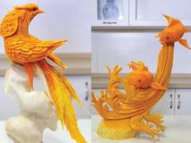 Điêu luyện với màn khắc trái bí thành hình chim...