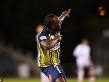 Clip 'vua điền kinh' Usain Bolt lập 'cú đúp'...