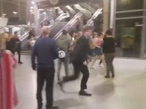 Giây phút hỗn loạn vụ nổ nhà thi đấu...