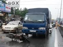 Xe máy chạy trái làn gây tai nạn trên...