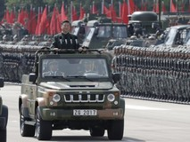 Ông Tập Cận Bình giám sát cuộc diễu binh...