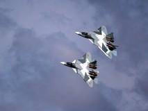 Phi đội tiêm kích tối tân Nga nhào lộn...